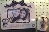 ***A FREE Mini Candle With Best Friends Frame